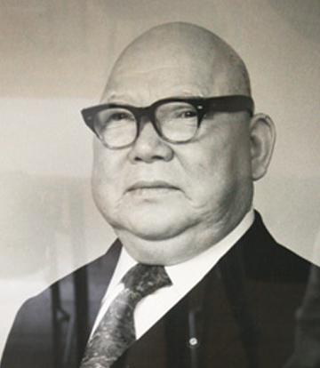 六代理事長 井上 万蔵氏